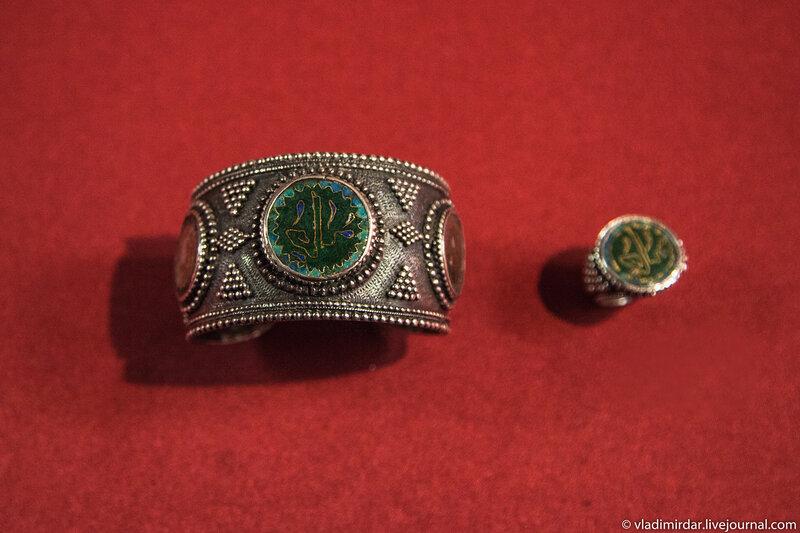 Браслет и кольцо. Манаба Магомедова. 1970. Серебро; перегородчатая эмаль. Частное собрание.