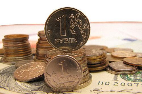 Российский рубль падает вместе с мировыми ценами на нефть