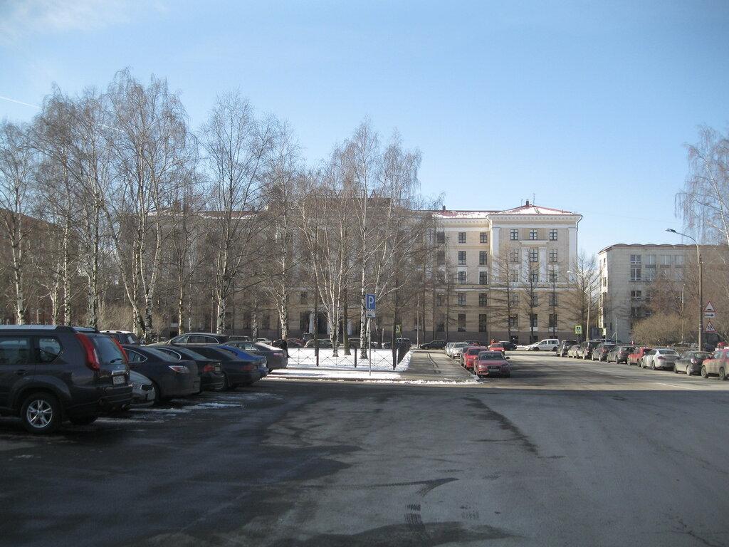 Музей современного искусства в сталинском здании - галерея«Эрарта». Март 2014 года.