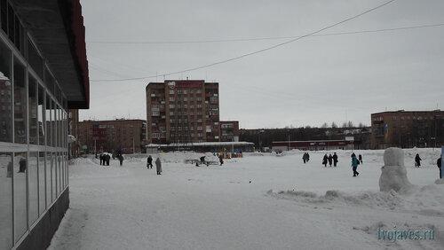 Фотография Инты №6498  Площадь Ленина, вид с крыльца магазина