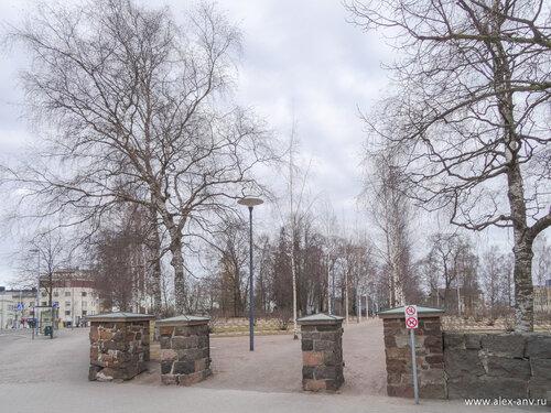 Вход на мемориальное военное кладбище Санкарихаутаусмаа