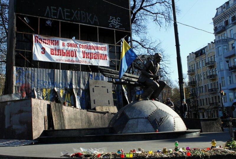 Памятник Лобановскому на Грушевского