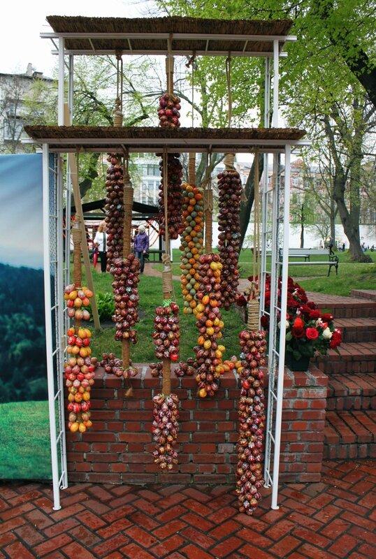 Пасхальное оформление территории Софии Киевской
