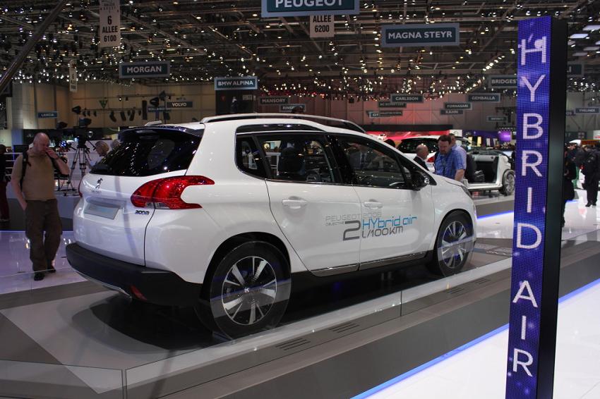 Гибрид на воздухе и бензине от Peugeot