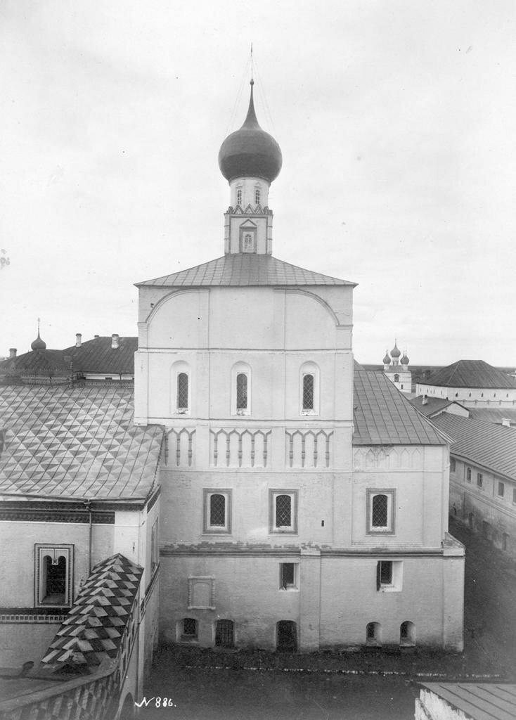 Кремль. Церковь Спаса-на-Сенях. Вид с южной стороны
