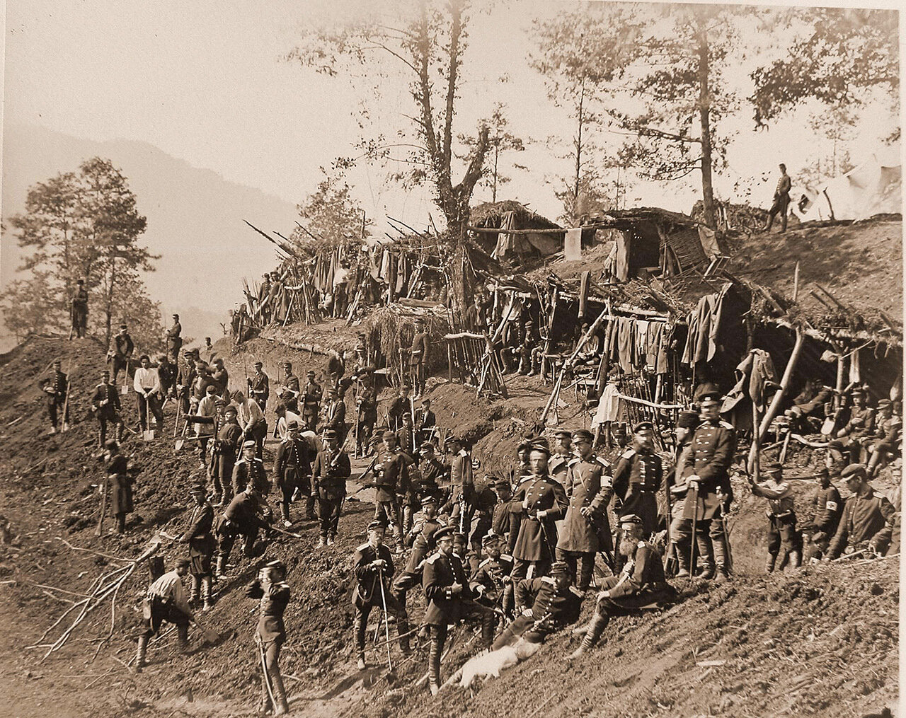 Бойцы роты 2-го Кавказского Саперного батальона в своем лагере