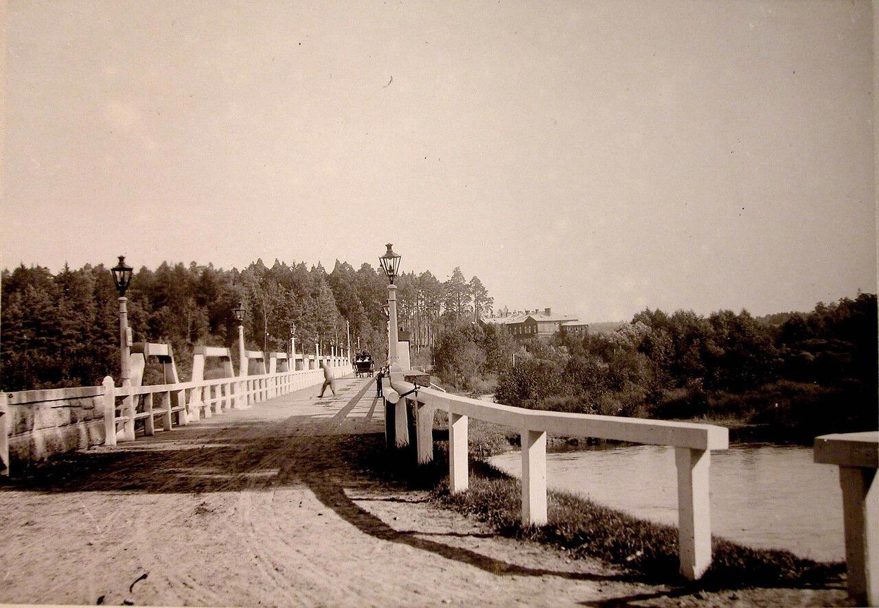 27. Вид моста через реку вблизи охотничьего домика, где останавливалась императорская семья