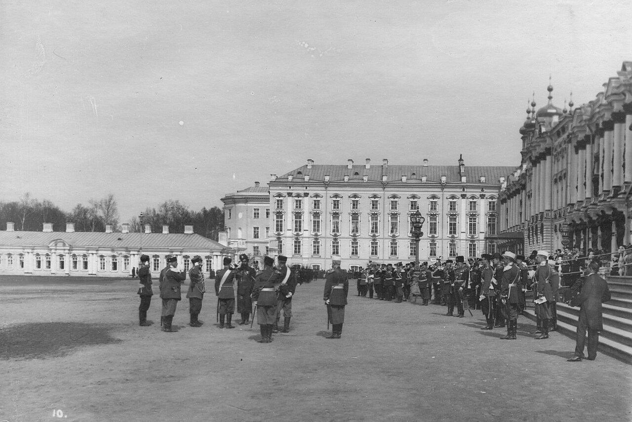 Великие князья, генералитет и старшие офицеры на параде Донской батареи. 7 апреля 1903