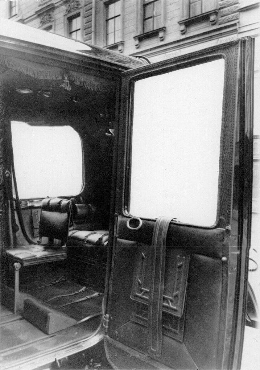 07. Внутренний вид кабины автомобиля