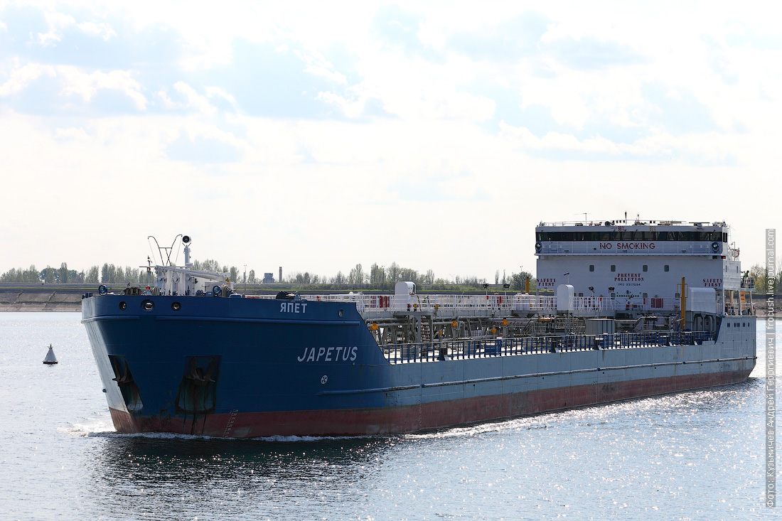 Волгодонск. Нефтеналивной танкер «Япет» (2010 года постройки)