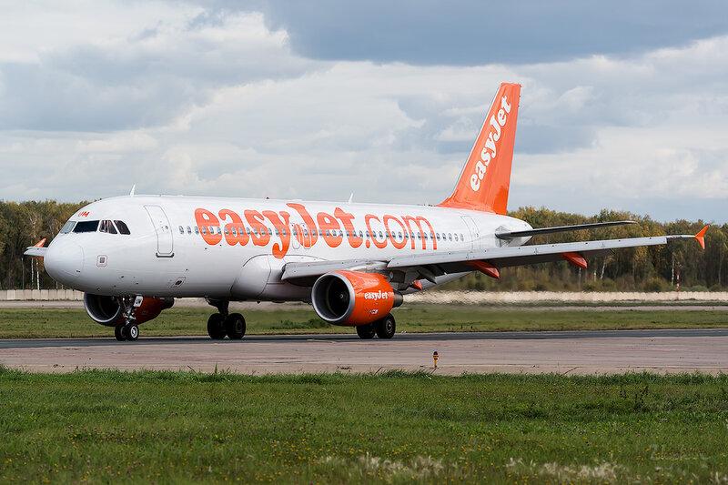 Airbus A320-214 (G-EZUM) EasyJet D802821