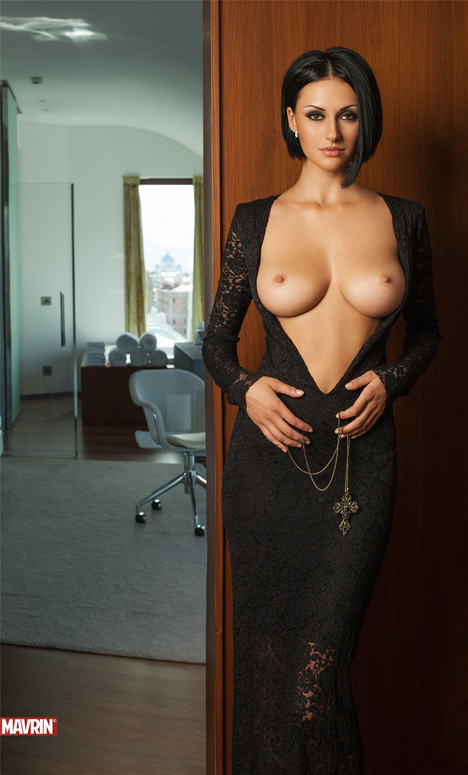 Эрофото в прозрачных платьях на голое тело 26 фотография