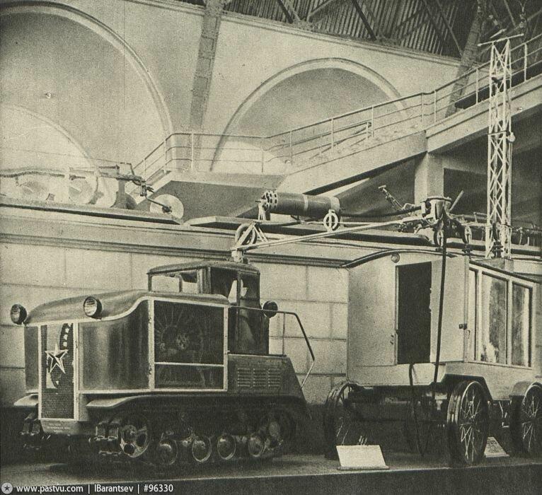 Электро-трактор ВИМЭ-4-500. Павильон Механизация и электрификация сельского хозяйства СССР, 1939-1941 гг.