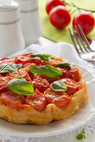 Pie with tomatoes and Basil.