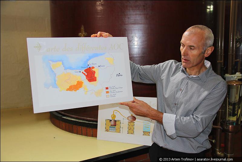 Мастер погребов Лекомт (Lecompte) и Булар (Boulard) Ришар Превер (Richard Prever) демонстрирует карту апелласьонов
