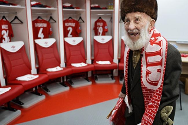 Отто Фишер— 102-летний болельщик московского «Спартака». Вконце марта онстал жертвой ограбления.
