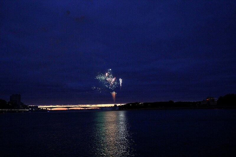 Закат, старый мост и букет огненных цветов. Фестиваль фейерверков-2014 в Кирове.
