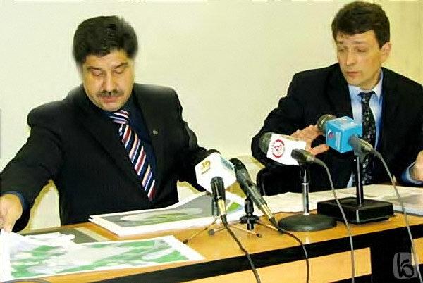 В.Перцев над проектами ландшафтного дизайна развязок, 2005, фото Бел.ру
