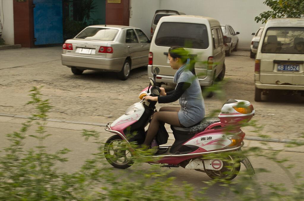 Отдых в Китае. Как добраться в Яншо из Гуйлиня. Гламурные девчонки любят розовое