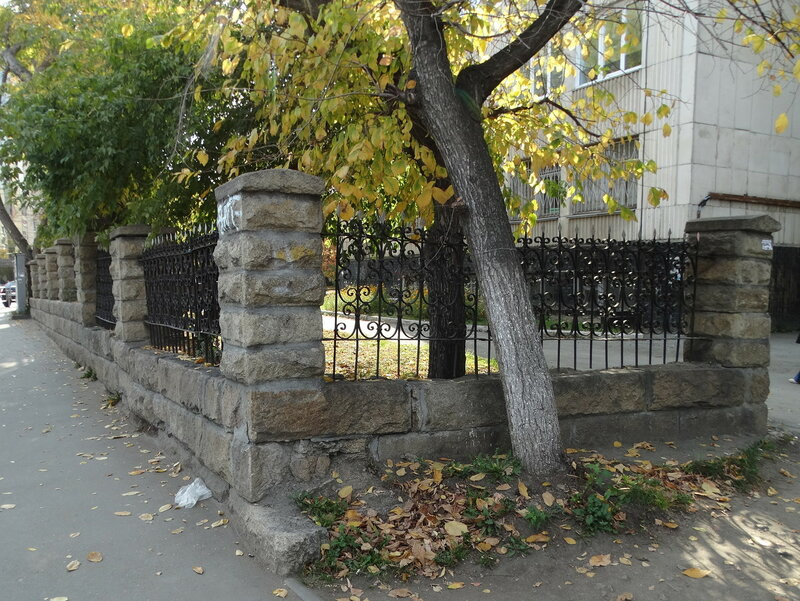 Ограда городской больницы