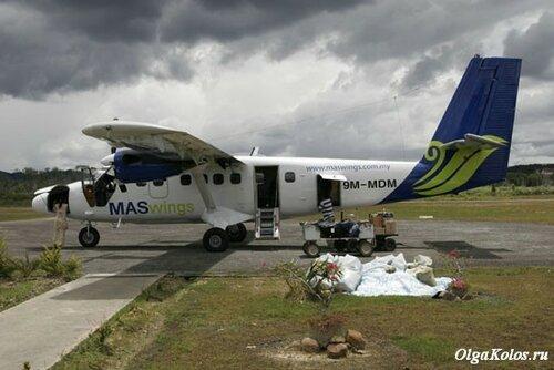 Наш самолетик в аэропорту Барио