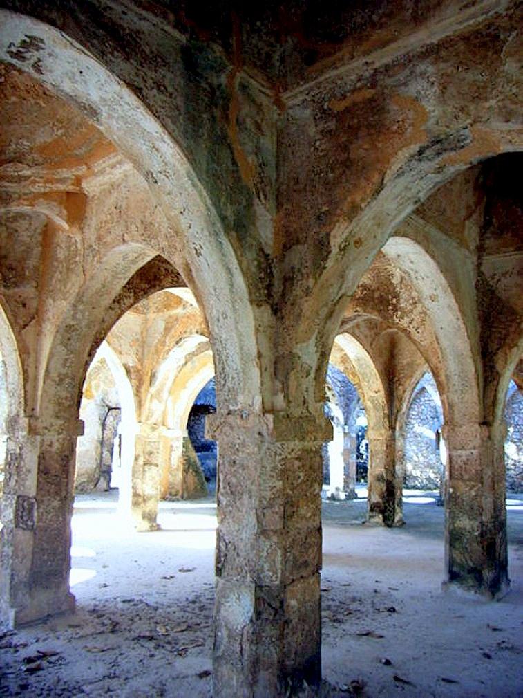 Великая мечеть Килва-Кисивани, сделанная из кораллов, ....jpg