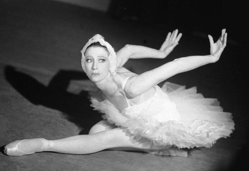 Плисецкая М.М., балерина – в балете Сен-Санса К. «Лебедь», 1980 год.jpg