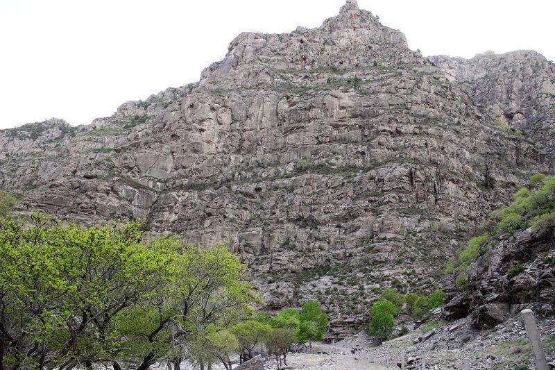 скала в горах инь шань, внутренняя монголия, китай