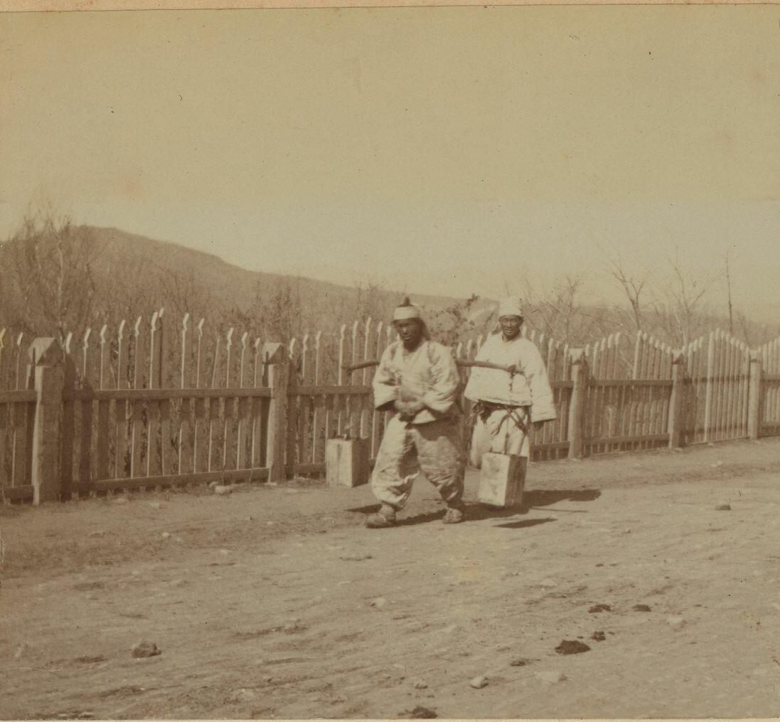 Китайцы на улицах города. 1899