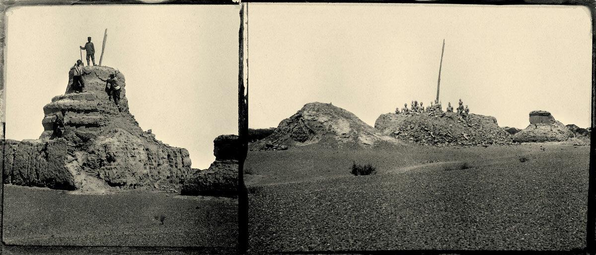 04. «Знаменитый» субурган до (слева) и по окончании (справа) раскопок. На основании ступы — статуи сидящих святых, у ног которых лежали раскрытые священные книги