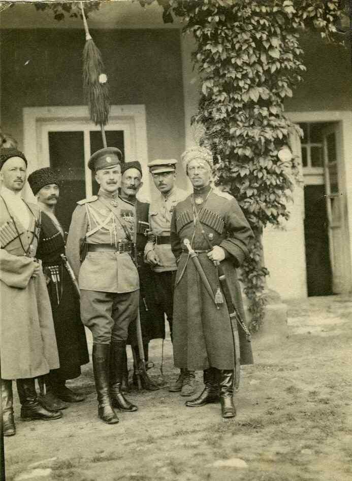 1918. Грондейс с князем Багратионом и офицерами Дикой дивизии