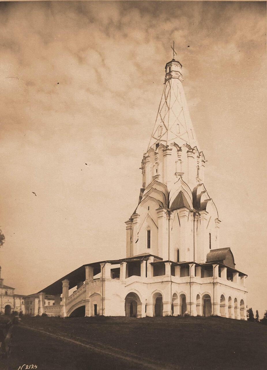 Вид на церковь Вознесения Господня (постройка 1532 г.). Коломенское с., близ Москвы
