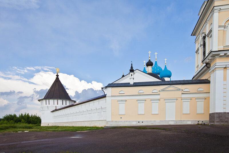 Высоцкий монастырь - монастырская стена
