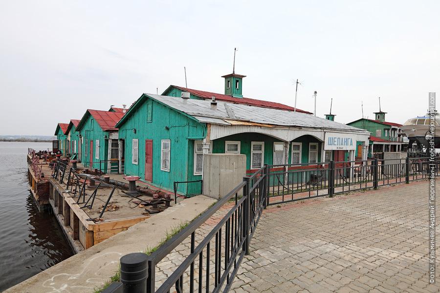 В речной порт Казани на зимний отстой пригоняют дебаркадеры с близлежащих пристаней