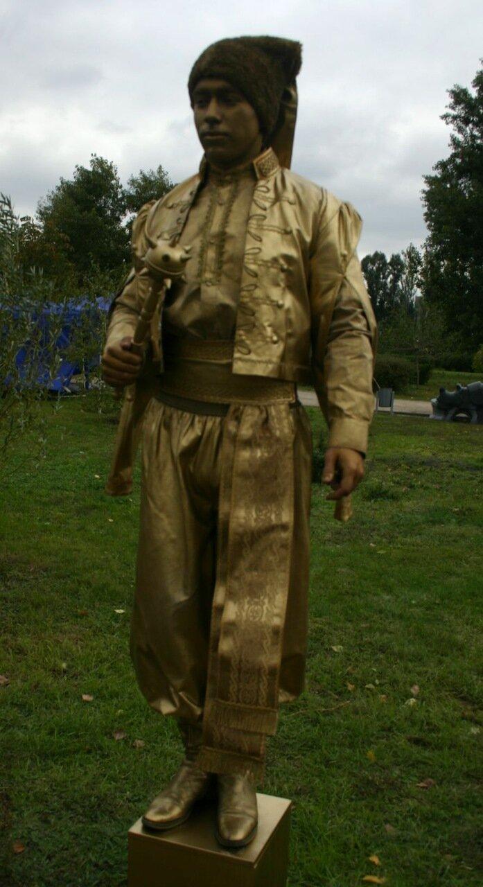 ФОТОРЕПОРТАЖ: В День города мэру вручили большой ключ, а запорожцев развлекали живые статуи, фото-3