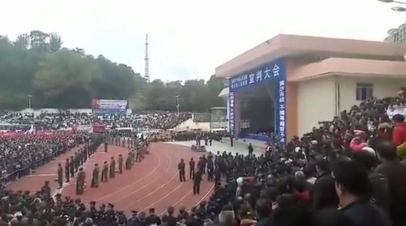 Наркоторговцев и убийц публично казнили в Китае