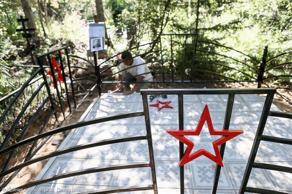 Могилу Героя Советского Союза восстанавливают