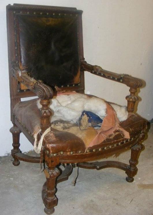 Тайник в старом кресле (4 фото)