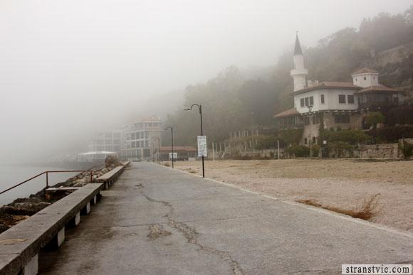 дворец в тумане