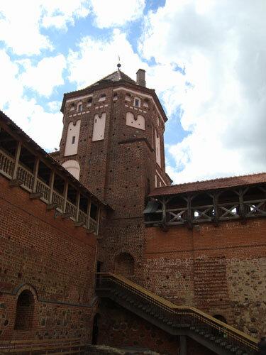 Отдых в Беларуссии: башня Мирского замка
