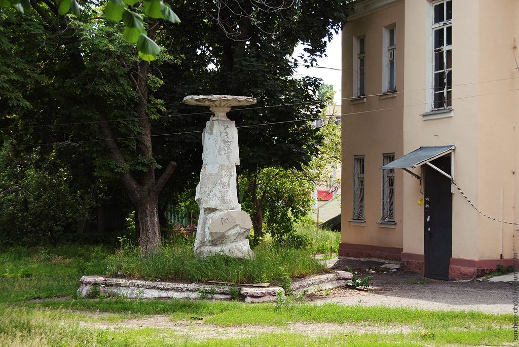 Старинный фонтан на Вокзальной улице, Белгород, фото Sanchess, 2013