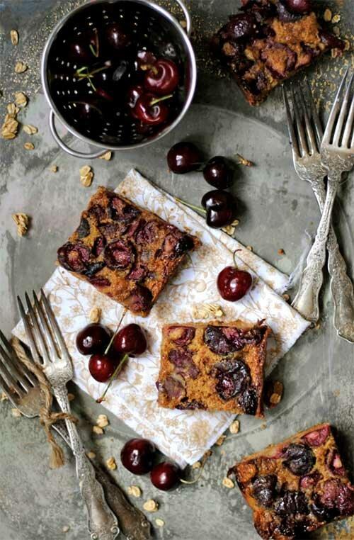 Черешневый коричневый пирог