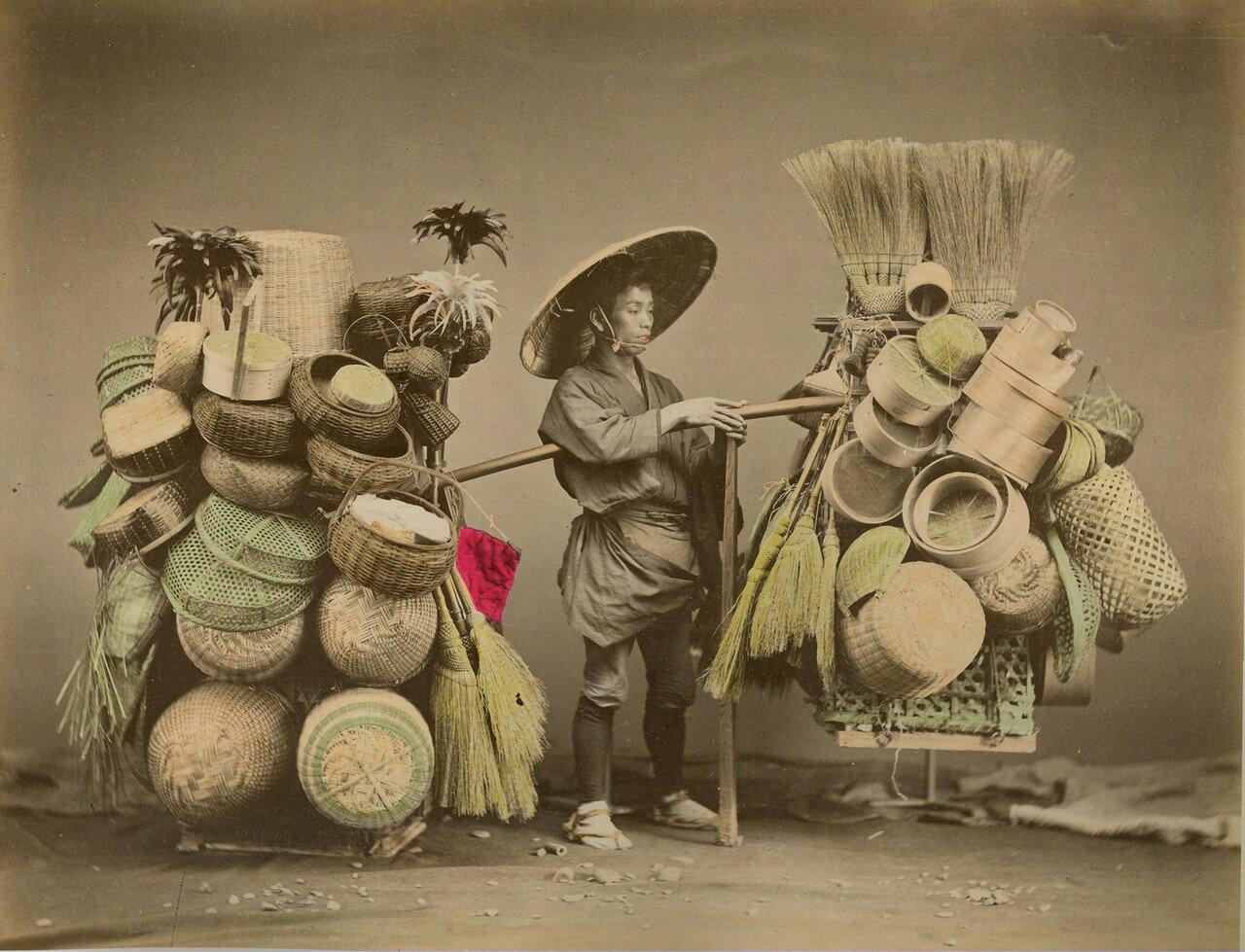 Торговец корзинами и метлами