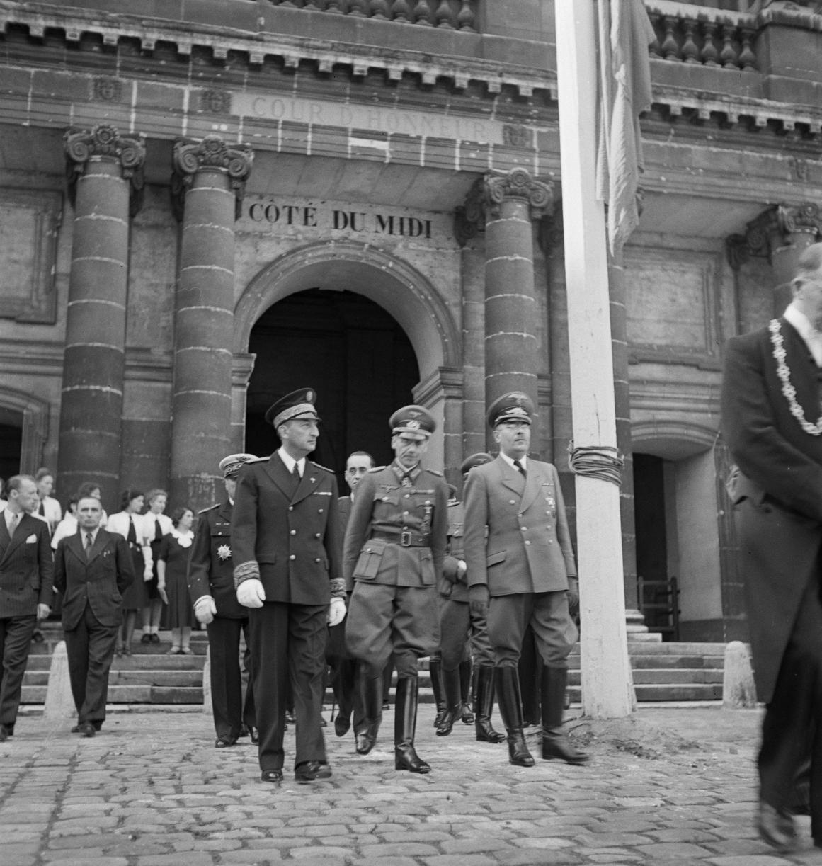 06. Выход из церкви французских и немецких гражданских и военных деятелей