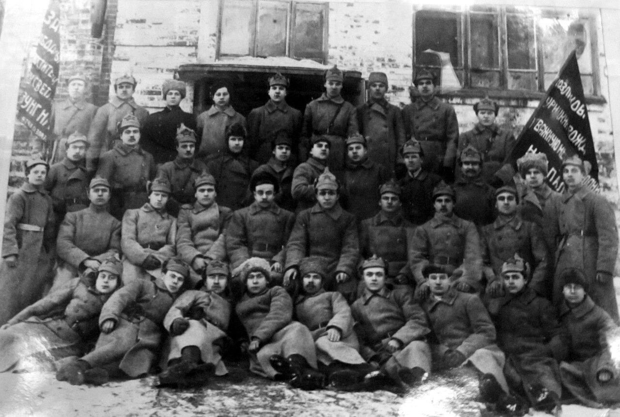 Чекисты-красногвардейцы железнодорожного узла ст. Златоуст. 1919 г.