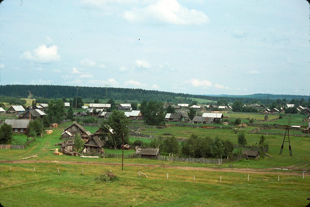 Уральская деревня в долине реки Чусовой