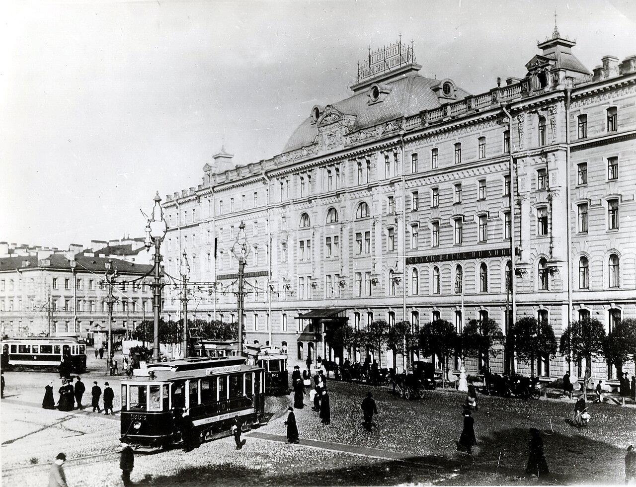 Знаменская площадь. Гостиница.