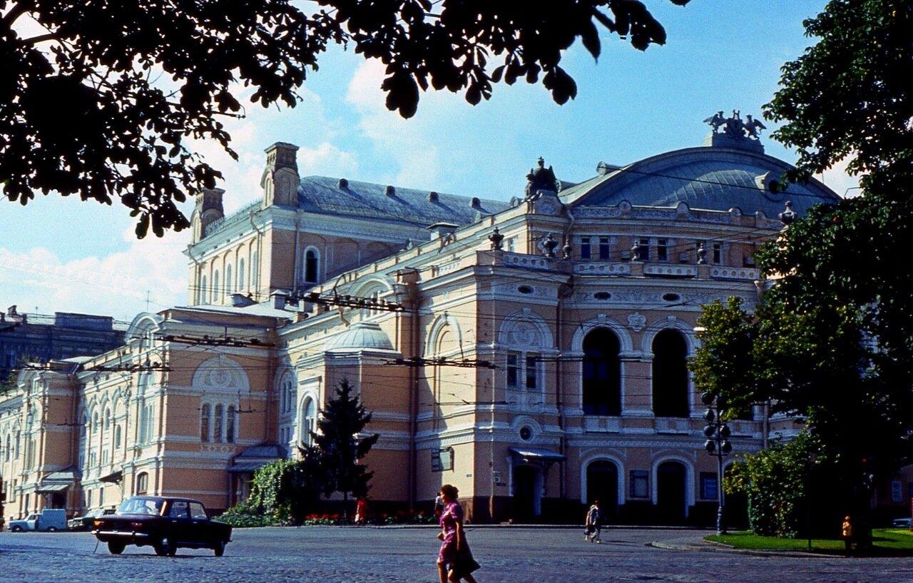 7. Оперный  театр