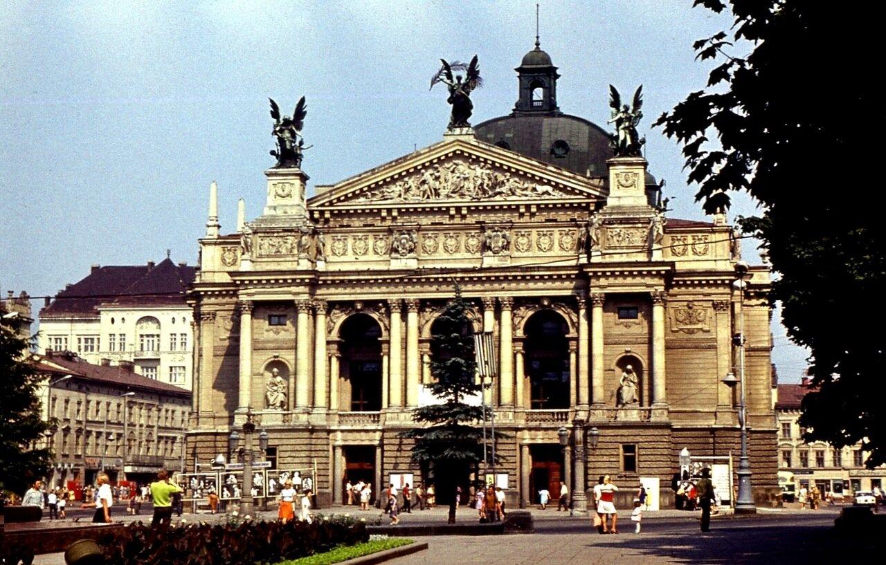 2.  Оперный  театр