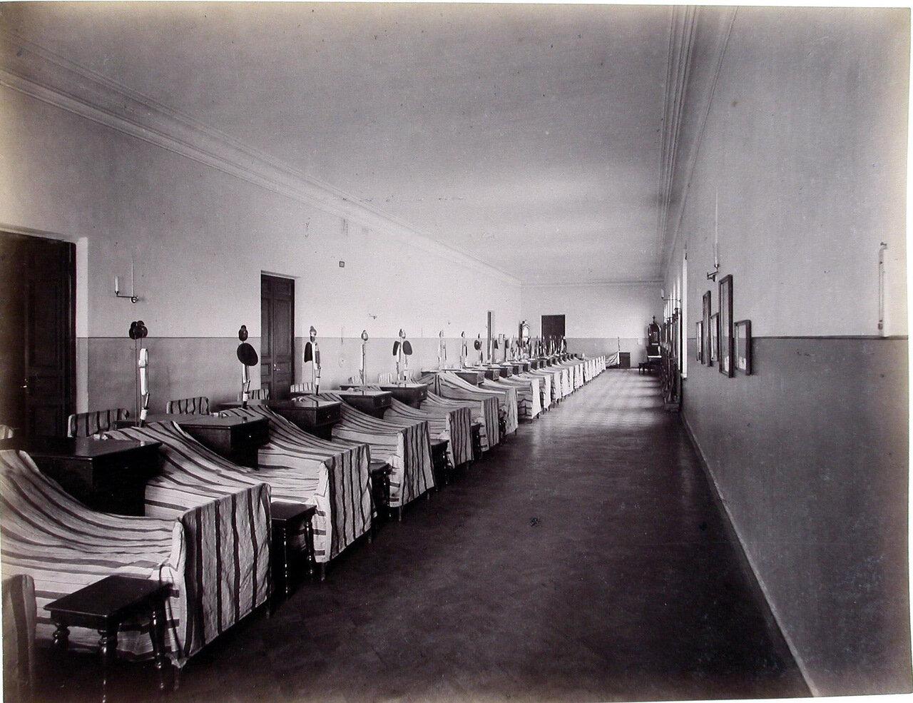 18. Вид спальни (дортуара) пажей - воспитанников корпуса